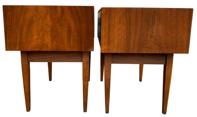 Pair of Mid-Century Modern Solid Walnut Nightstands Style of Arne Vodder For Sale 4