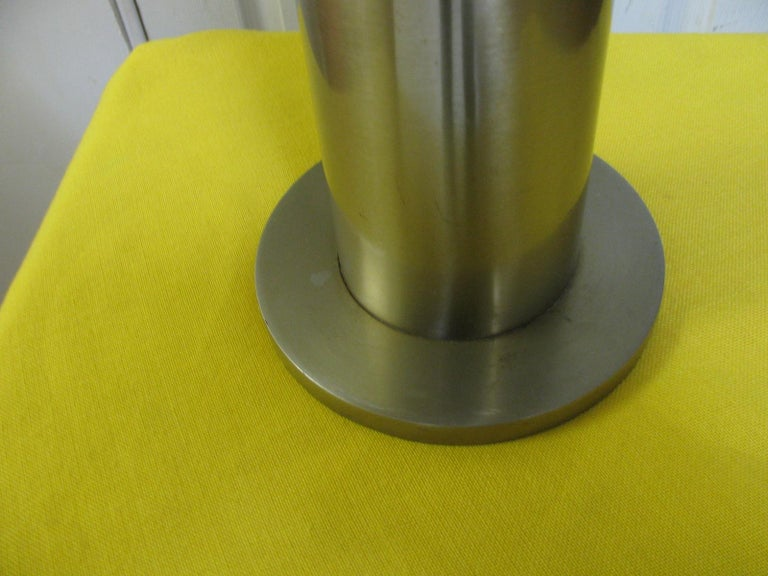 Polished Pair of Mid-Century Modern Stainless Steel Cylindrical Table Lamps For Sale