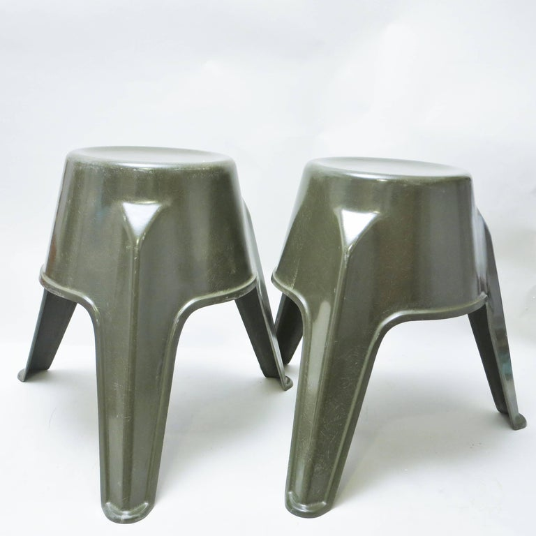 Pair of Mid-Century Modern Stools in Green Fiberglass For Sale 2