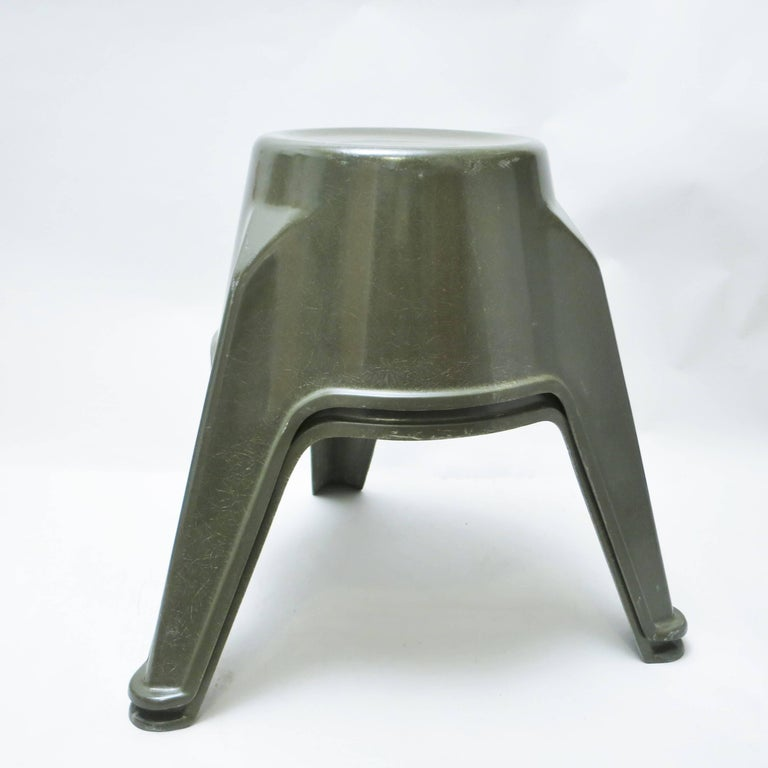 Pair of Mid-Century Modern Stools in Green Fiberglass For Sale 3