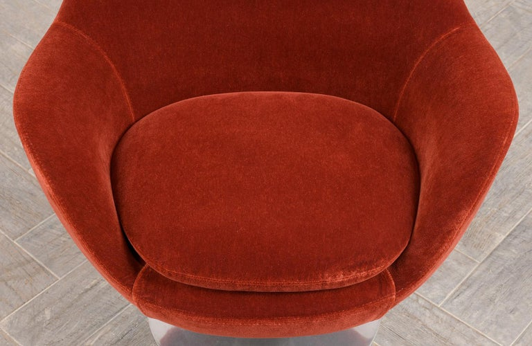Pair of Mid-Century Modern Style Swivel Lounge Chairs 1