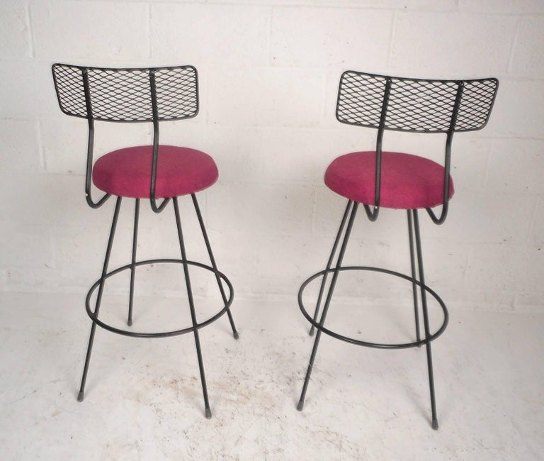 Late 20th Century Pair of Mid-Century Modern Swivel Bar Stools For Sale