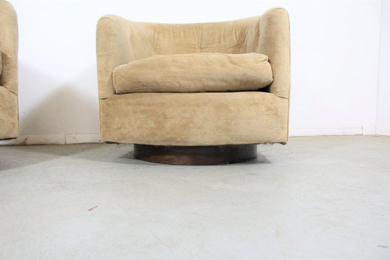 Unknown Pair of Mid-Century Modern Milo Baughman Style Walnut Base Swivel Club Chairs  For Sale