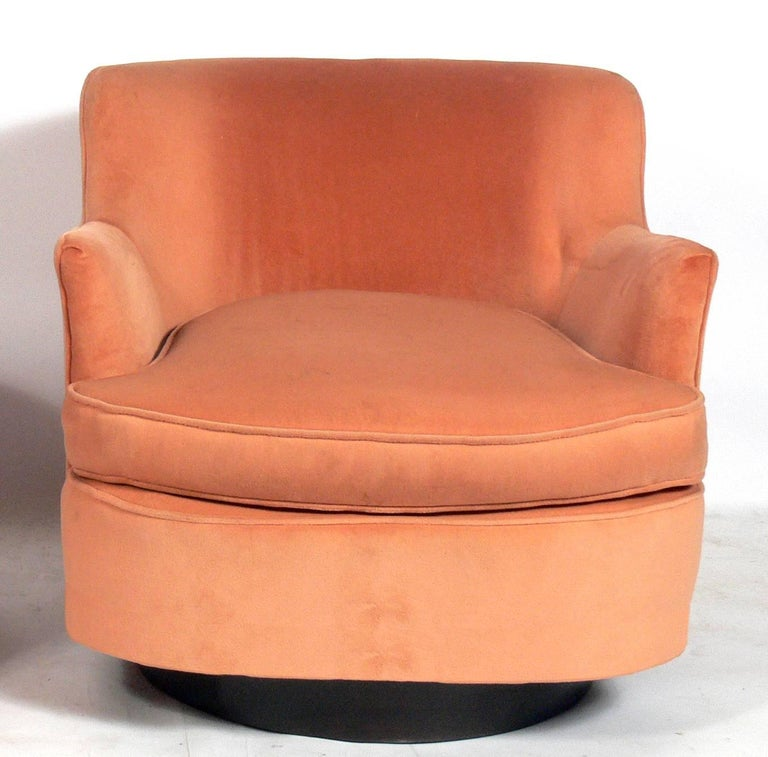 American Pair of Mid-Century Modern Swivel Lounge Chairs Attributed to Adrian Pearsall For Sale
