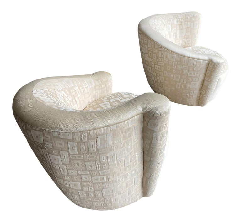 Pair of Mid-Century Modern Swivel Lounge Nautilus Chairs by Vladimir Kagan In Good Condition In Philadelphia, PA