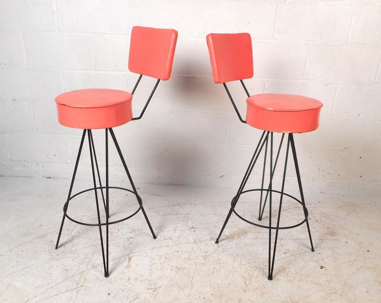 Pair of Mid-Century Modern Swivel Stools In Good Condition For Sale In Brooklyn, NY