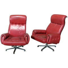 Pair of Mid-Century Modern Swiveling Lounge Chairs