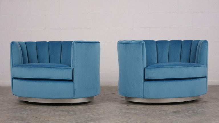 American Pair of Mid-Century Modern Swivelling Club Chairs For Sale
