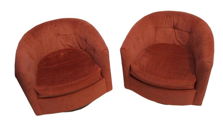 Pair of Mid-Century Modern tilt & swivel lounge chairs manner of Milo Baughman.