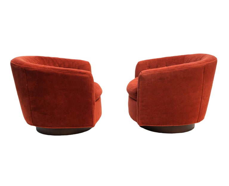 Pair of Mid-Century Modern Tilt & Swivel Lounge Chairs Manner of Milo Baughman In Good Condition For Sale In Wayne, NJ