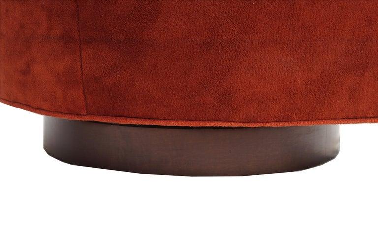 Pair of Mid-Century Modern Tilt & Swivel Lounge Chairs Manner of Milo Baughman For Sale 1