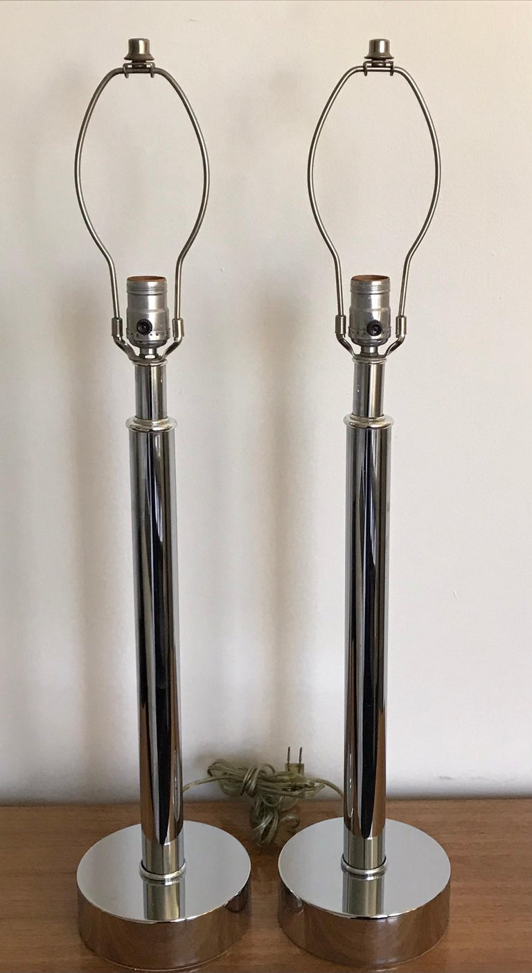 Pair of Mid-Century Modern Tubular Chrome Table Lamps, Laurel Lamp Attributed In Good Condition For Sale In Bedford Hills, NY