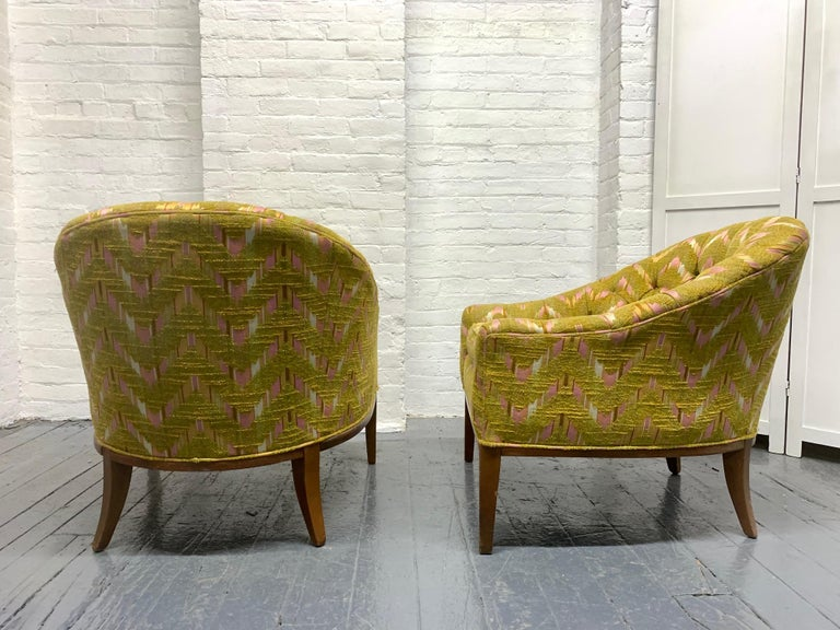 Pair of Mid-Century Modern Tufted Lounge Chairs In Good Condition For Sale In New York, NY