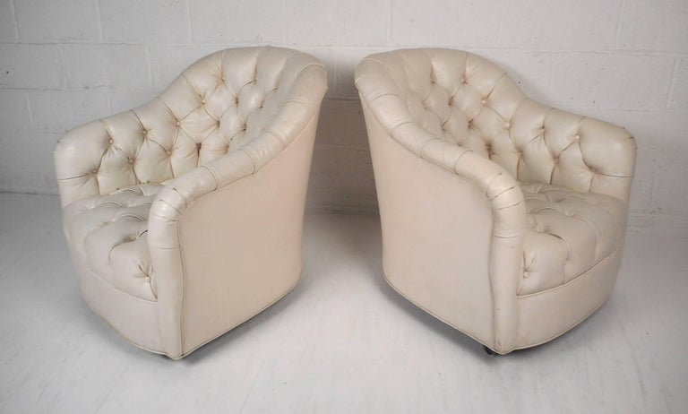 Pair of Mid-Century Modern Tufted Vinyl Lounge Chairs In Good Condition For Sale In Brooklyn, NY