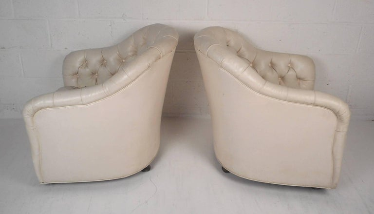 Late 20th Century Pair of Mid-Century Modern Tufted Vinyl Lounge Chairs For Sale