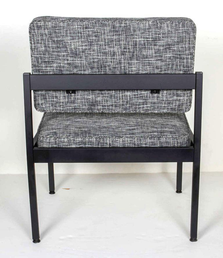 Pair of Mid-Century Modern Tweed Industrial Chairs in the Style of Knoll For Sale 1