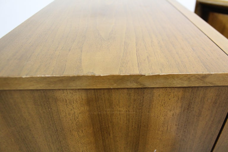 Pair of Mid-Century Modern United Diamond Front Walnut Nightstands For Sale 7
