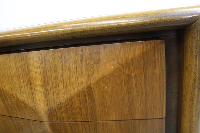 Pair of Mid-Century Modern United Diamond Front Walnut Nightstands For Sale 4