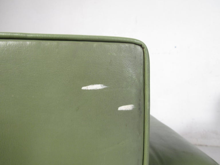 Late 20th Century Pair of Mid-Century Modern Vinyl Lounge Chairs For Sale