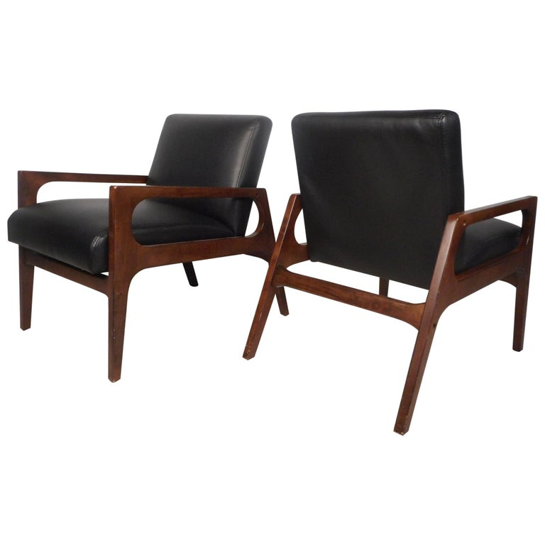 Pair of Mid-Century Modern Walnut Lounge Chairs For Sale