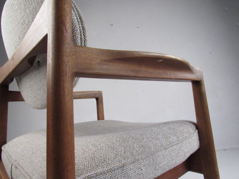 Pair of Mid-Century Modern Walnut Side Chairs For Sale 5
