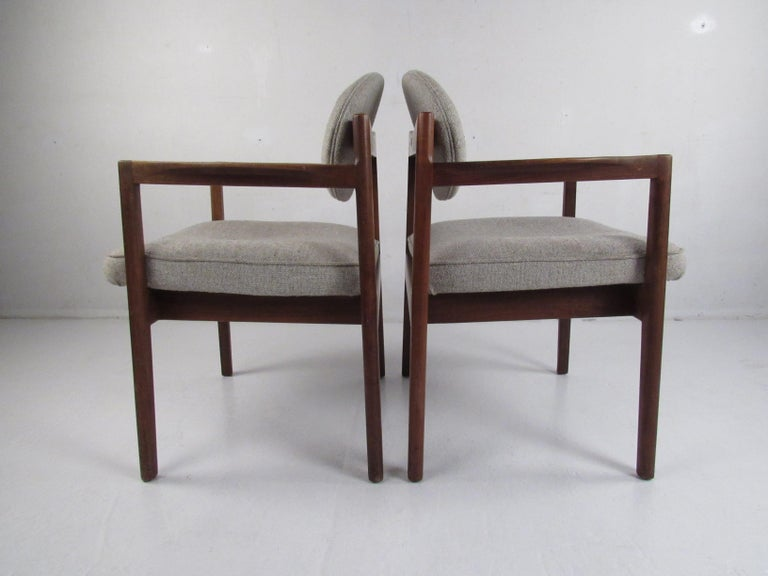 Late 20th Century Pair of Mid-Century Modern Walnut Side Chairs For Sale