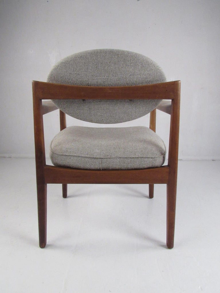 Pair of Mid-Century Modern Walnut Side Chairs For Sale 2