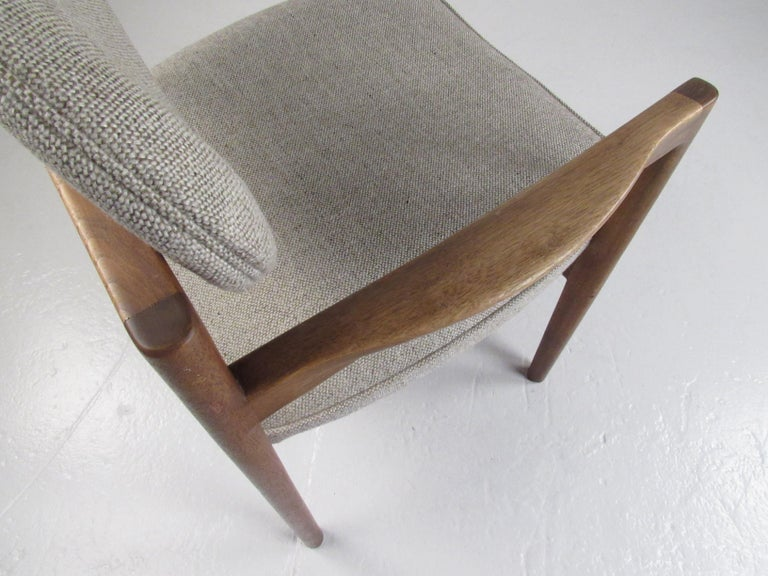 Pair of Mid-Century Modern Walnut Side Chairs For Sale 3