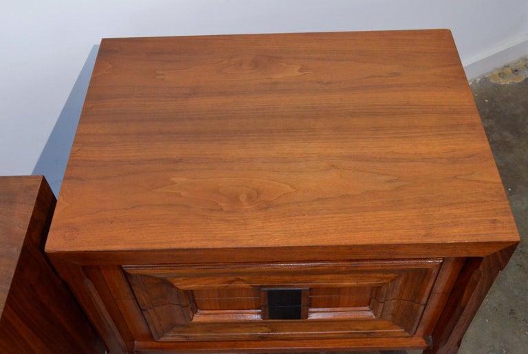 Pair Mid-Century Modern Walnut Veneer and Burl Wood Bedside Nightstands /Tables 6