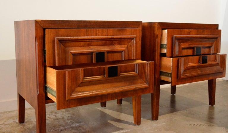 Pair Mid-Century Modern Walnut Veneer and Burl Wood Bedside Nightstands /Tables 10