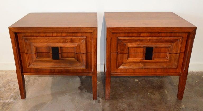 20th Century Pair Mid-Century Modern Walnut Veneer and Burl Wood Bedside Nightstands /Tables