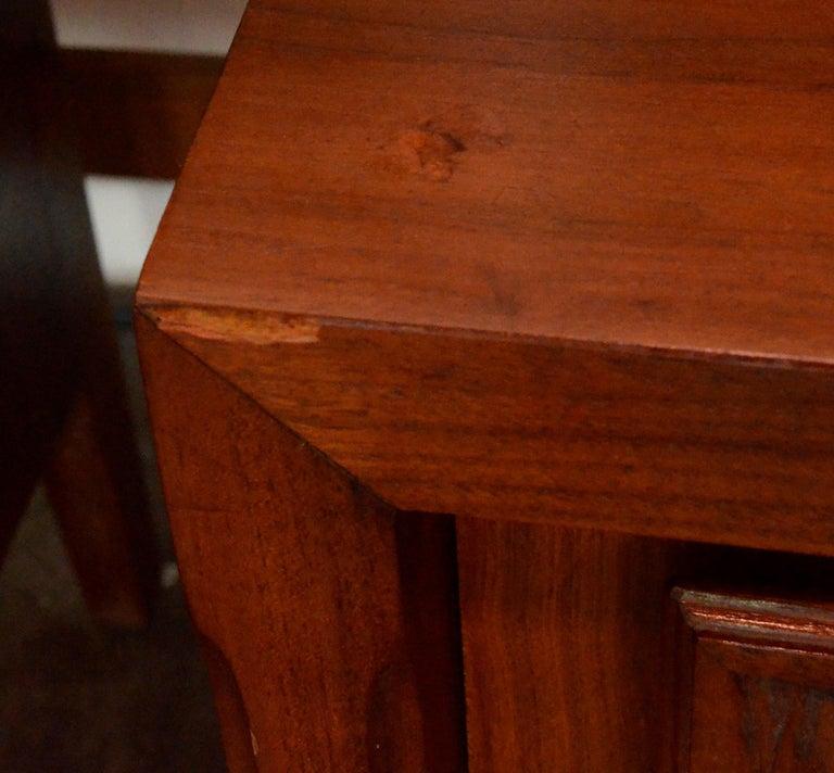 Pair Mid-Century Modern Walnut Veneer and Burl Wood Bedside Nightstands /Tables 15