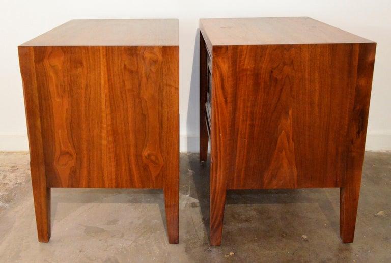 Pair Mid-Century Modern Walnut Veneer and Burl Wood Bedside Nightstands /Tables 2