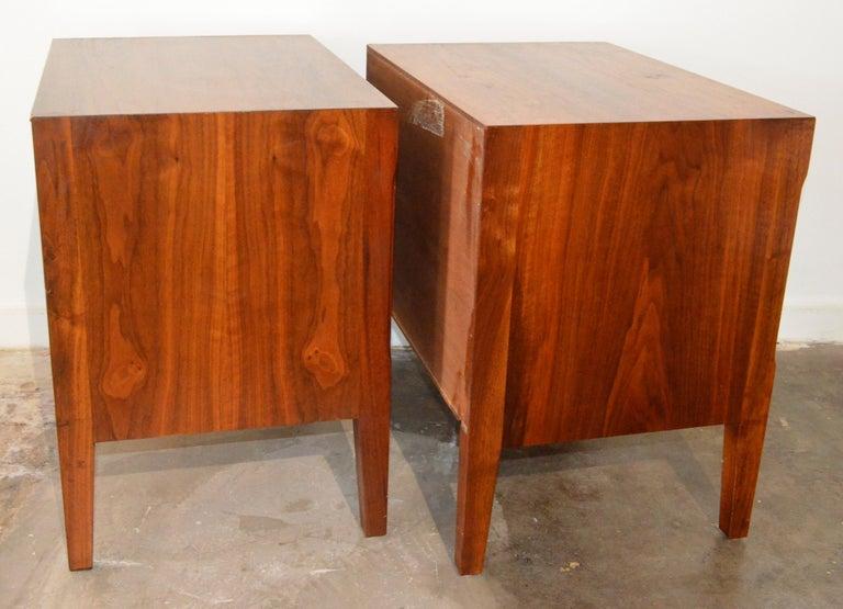 Pair Mid-Century Modern Walnut Veneer and Burl Wood Bedside Nightstands /Tables 4