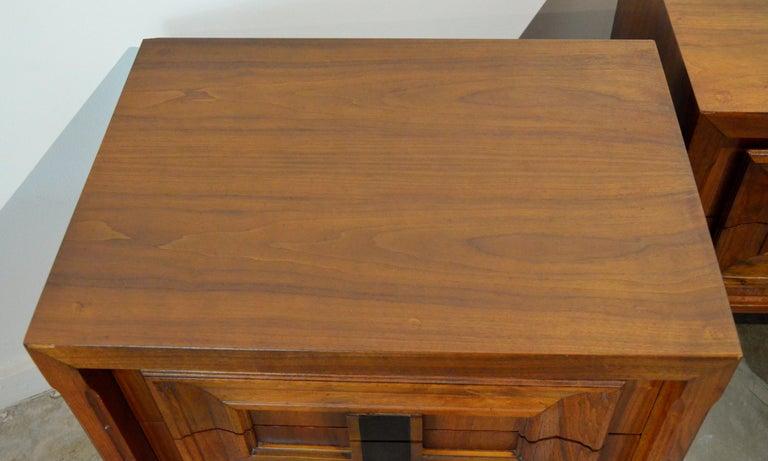 Pair Mid-Century Modern Walnut Veneer and Burl Wood Bedside Nightstands /Tables 5