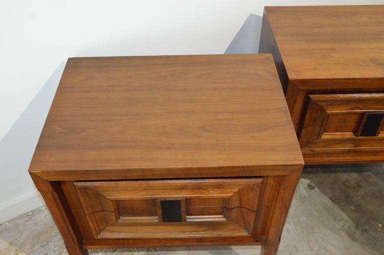 Pair Mid-Century Modern Walnut Veneer and Burl Wood Bedside Nightstands /Tables 1
