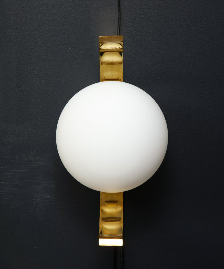 Pair of Mid-Century Modern White Globe and Brass Sconces, Italy In Excellent Condition For Sale In New York, NY