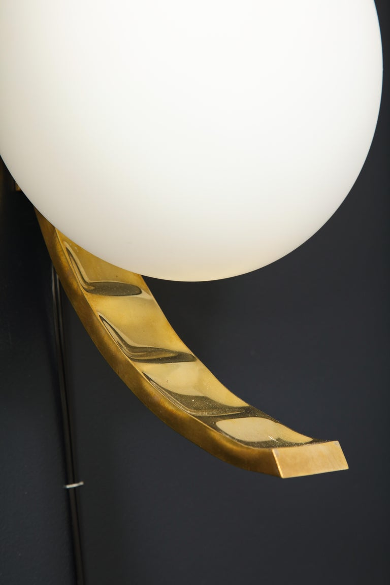 Pair of Mid-Century Modern White Globe and Brass Sconces, Italy For Sale 1