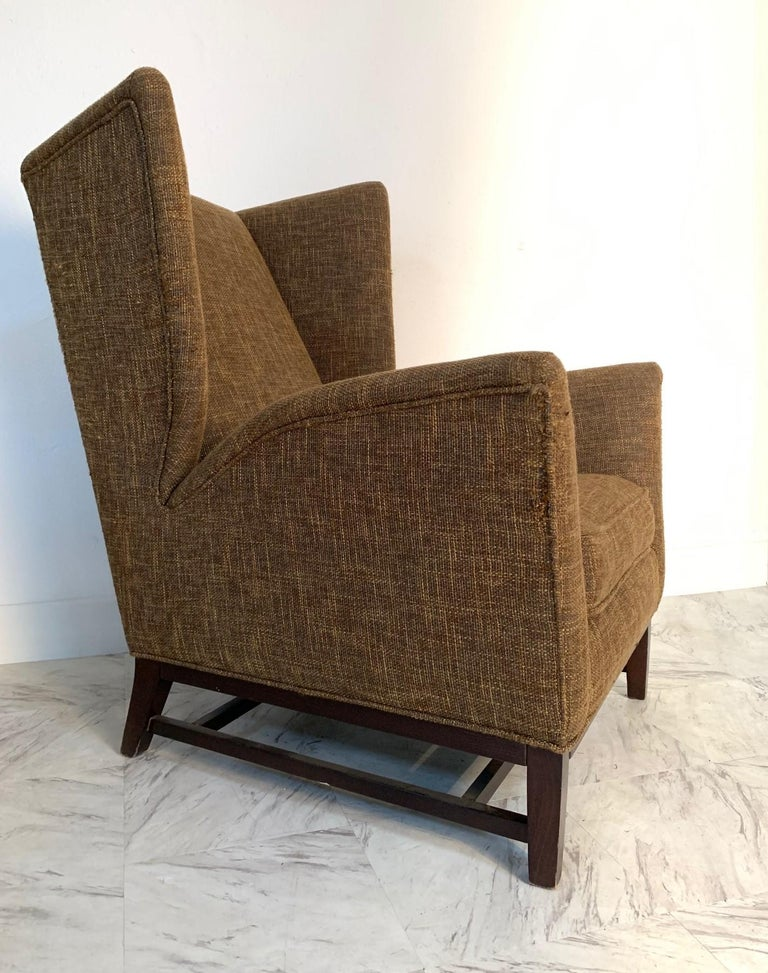 Pair of Italian Mid-Century Modern Wingback Lounge Chairs In Good Condition For Sale In New York, NY