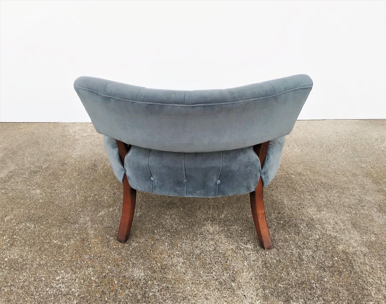 Pair of Mid-Century Modernist Slipper Chairs in the Manner of Billy Haines In Good Condition For Sale In Dallas, TX