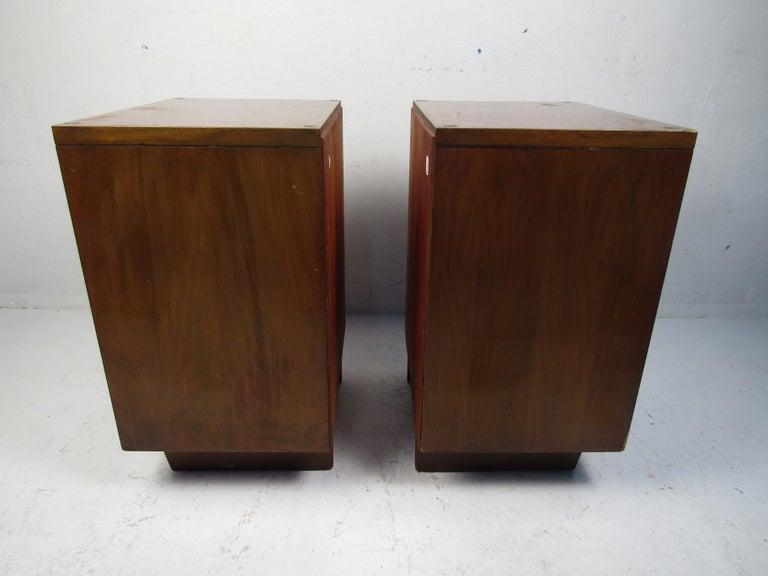 Veneer Pair of Midcentury Nightstands, John Stuart For Sale
