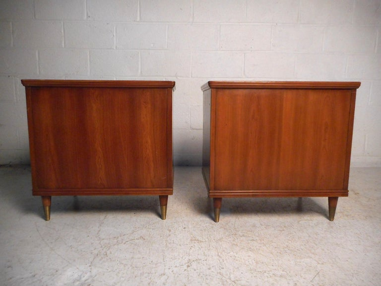 Pair of Midcentury Nightstands by John Widdicomb In Good Condition For Sale In Brooklyn, NY