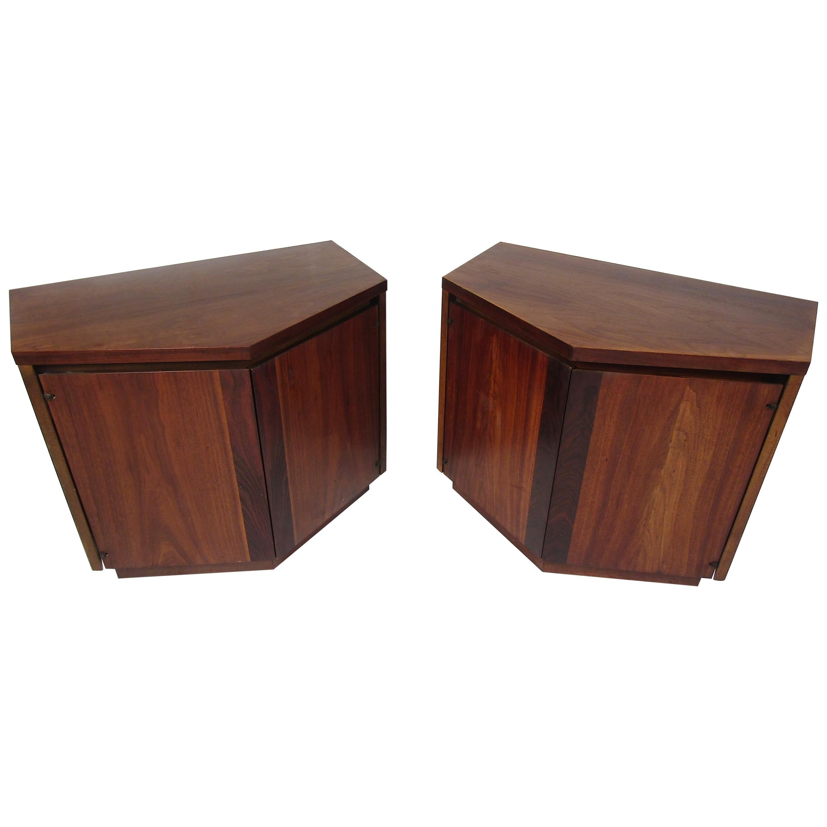 Pair of Midcentury Nightstands in Rosewood and Walnut