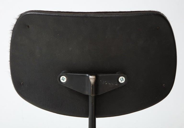 Pair of Midcentury SE-68 Chairs by Egon Eiermann in Original Cowhide For Sale 4