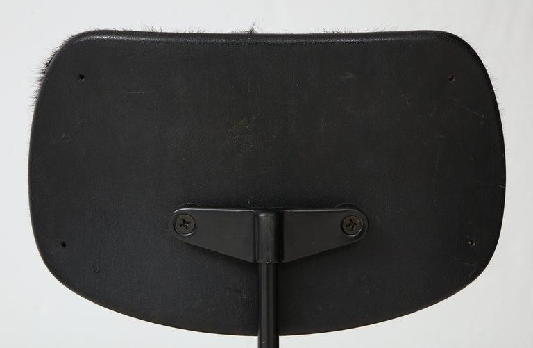 Pair of Midcentury SE-68 Chairs by Egon Eiermann in Original Cowhide For Sale 5
