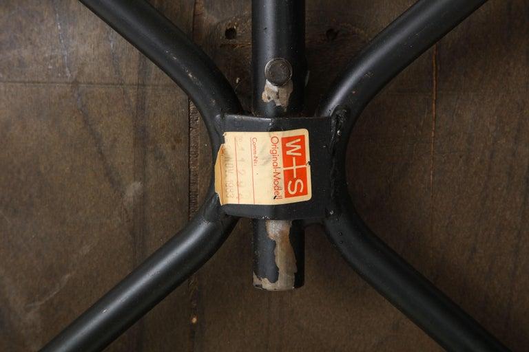 Pair of Midcentury SE-68 Chairs by Egon Eiermann in Original Cowhide For Sale 7