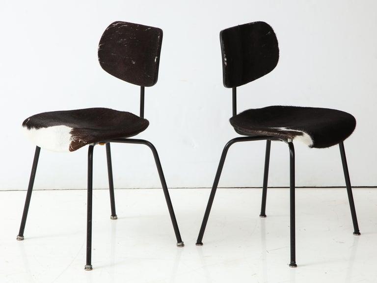 Mid-Century Modern Pair of Midcentury SE-68 Chairs by Egon Eiermann in Original Cowhide For Sale