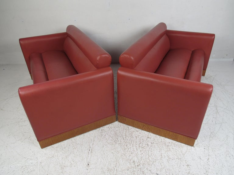 Mid-Century Modern Pair of Midcentury Settee's by Charlotte Chair Company For Sale