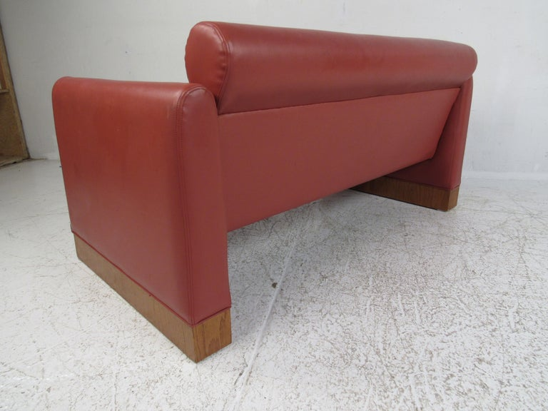Late 20th Century Pair of Midcentury Settee's by Charlotte Chair Company For Sale