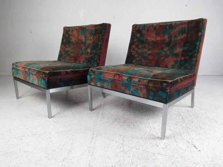 A stunning pair of vintage modern lounge chairs that feature sturdy aluminum bases with angled back legs. The unique slipper chair design with wide seating ensures maximum comfort within any setting. By Knoll Associates. Please confirm item location